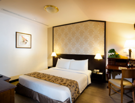 1 Night Stay at Village Hotel Albert Court's Club Room with Buffet Breakfast for 2 Persons, Evening cocktails, canapés at Hotel's Lobby Lounge from 6pm - 8pm for 2 Persons and 1-Hour Choice of Full Body Massage for 2 People at Facebar N Skin