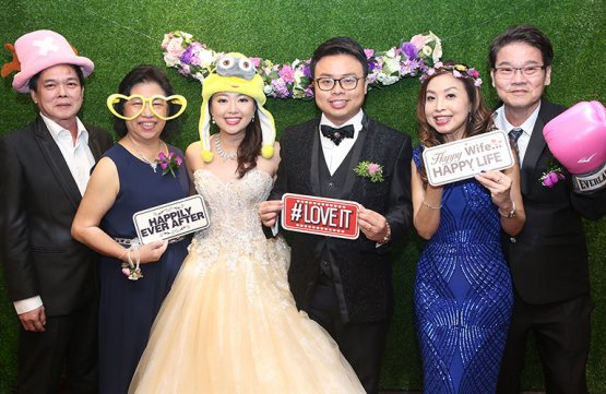 1-Hour Photo Booth Service with Prints and Props
