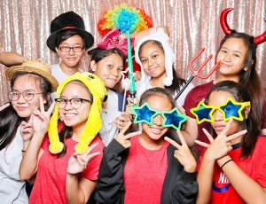 2-Hours Photo Booth Service with Prints and Props
